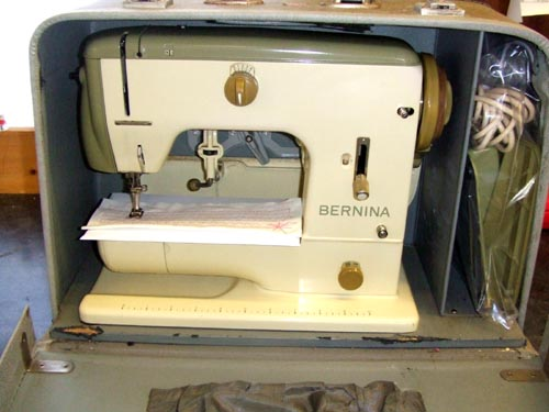 bernina 700. bernina carry case.